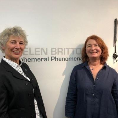 Een geweldig begin van het nieuwe jaar met twee prachtige tentoonstellingen van de fantastische HELEN BRITTON en nieuw talent SAMIRA GOETZ.